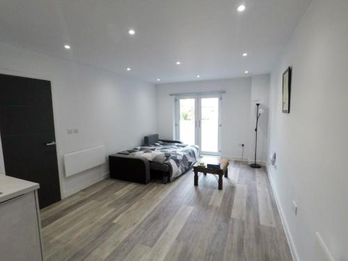 Large NEW Flat In Cardiff City Centre - Sleeps 2
