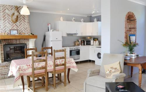 Cuisine ou kitchenette dans l'établissement Holiday Home Bouber Sur Canche Bis Place General De Gaulle