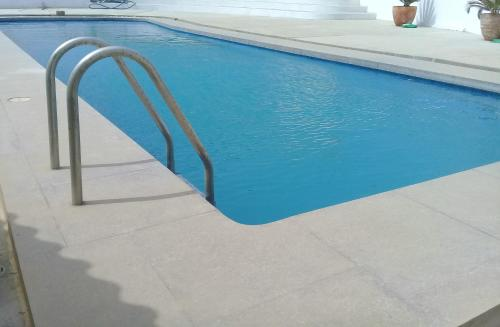 The swimming pool at or close to Punta Cherrepe