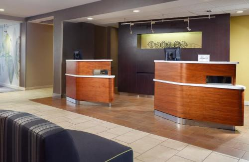 The lobby or reception area at Courtyard Macon
