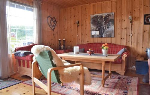 A seating area at Three-Bedroom Holiday Home in Hol i Tjeldsund