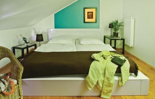 Ein Bett oder Betten in einem Zimmer der Unterkunft Holiday Home Pinnow 06