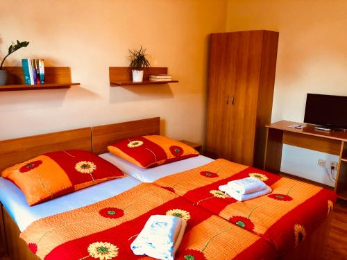 A bed or beds in a room at Penzion Relax Kadaň