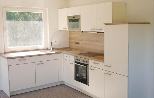 Küche/Küchenzeile in der Unterkunft Two-Bedroom Holiday Home in Heidmuhlen OT Klint