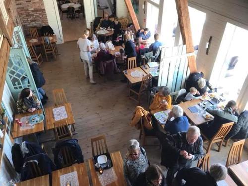 En restaurang eller annat matställe på Mellomgården