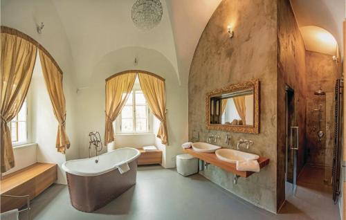 Koupelna v ubytování Holiday Home Liten with Fireplace 01