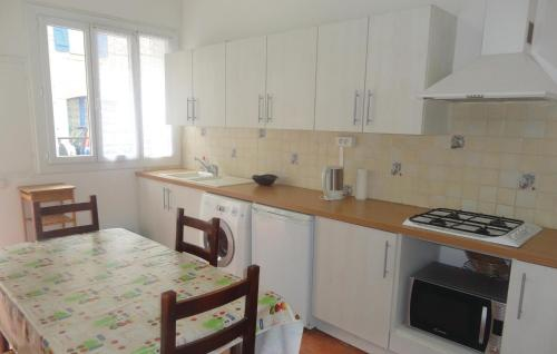 A kitchen or kitchenette at Holiday home Fitou AB-1323