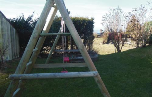 Ein Kinderspielbereich in der Unterkunft Ferienhaus Holunderweg A