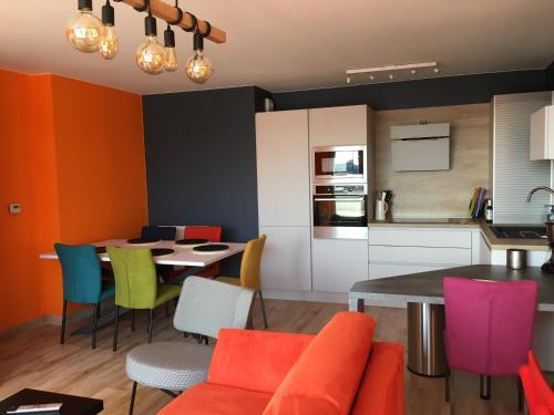 Restaurant ou autre lieu de restauration dans l'établissement OZIN 2 : Les Terrasses De La Falaise Boulonnaise pour 6 personnes