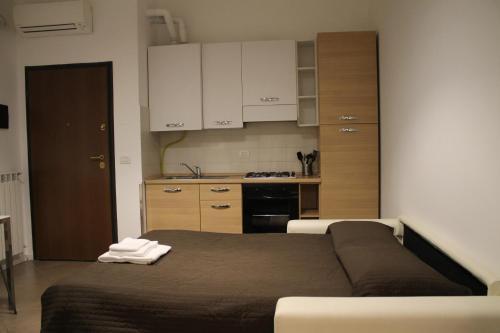 A kitchen or kitchenette at Easy Apartment Navigli
