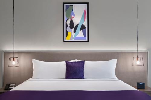 سرير أو أسرّة في غرفة في ليفا للشقق الفندقية