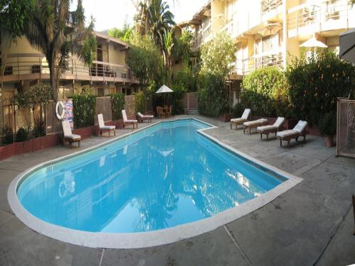 The swimming pool at or close to Highland Gardens Hotel
