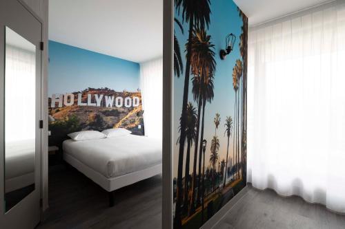 A bed or beds in a room at Break Hôtel