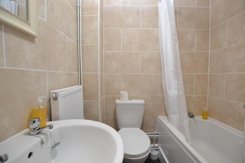 A bathroom at Orchard Avenue by Roomsbooked