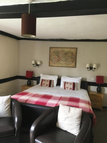 A bed or beds in a room at The Row Barge Henley