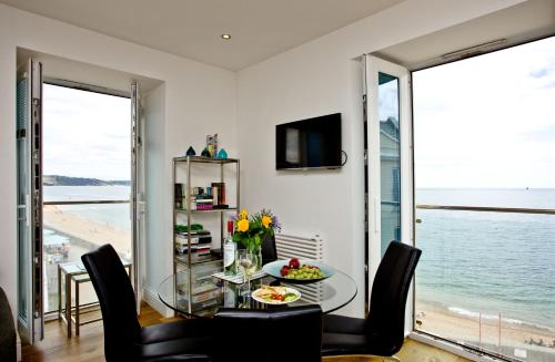 14 At The Beach, Torcross