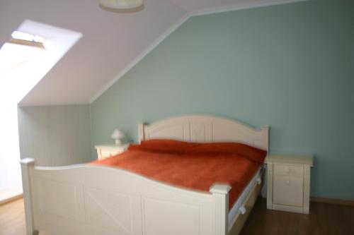 Lova arba lovos apgyvendinimo įstaigoje Alongės Guest House