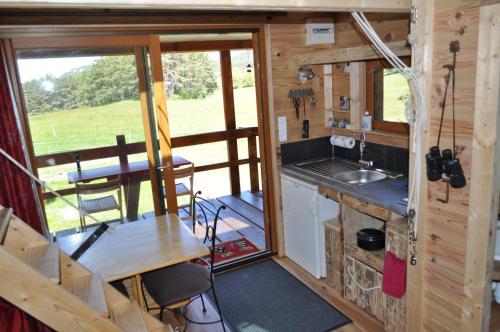Cuisine ou kitchenette dans l'établissement Cabane des Guernazelles