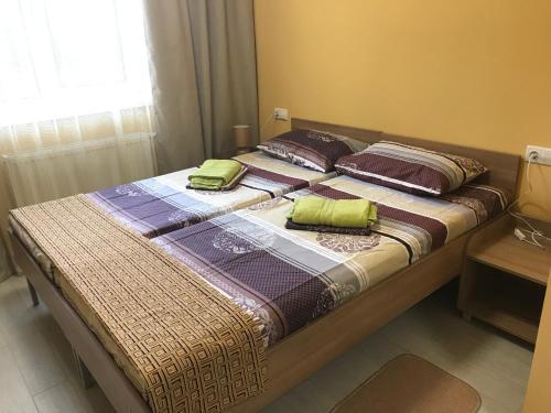 Кровать или кровати в номере Friendly House
