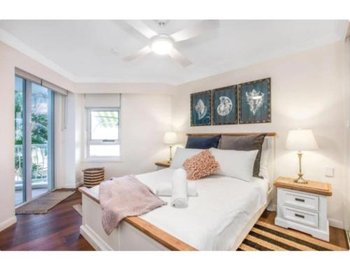 A bed or beds in a room at Live The Gold Coast Lifestyle In Top Location