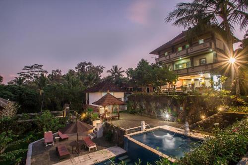Vue sur la piscine de l'établissement Puri Saron Hotel Madangan - Gianyar ou sur une piscine à proximité