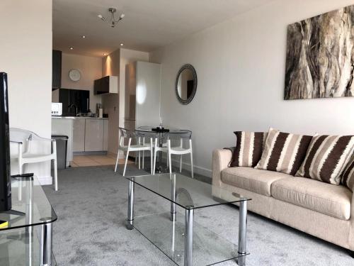 A seating area at Hemel Hempstead Apartments
