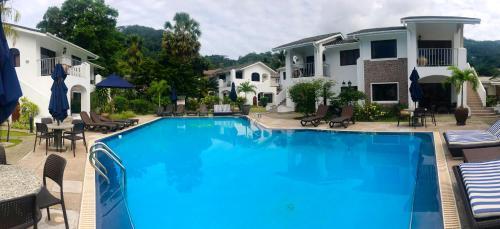 Piscina en o cerca de Sun Properties and Resort Hotel