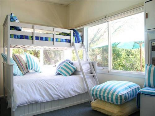 A bed or beds in a room at Blairgowrie Beach Escape
