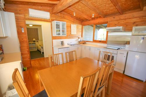 A kitchen or kitchenette at The Cabin