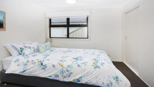 A bed or beds in a room at Bombo Views on Antrim
