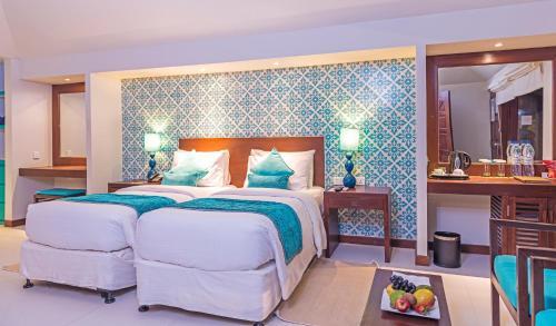 A bed or beds in a room at Adaaran Select Huduran Fushi - Premium All Inclusive