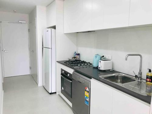 A kitchen or kitchenette at 306 1 Bedroom in Kalina Serviced Apartments