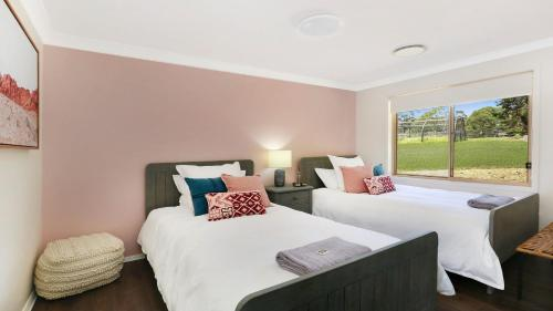 A bed or beds in a room at Kalamunda Estate - Stay 3rd night half price