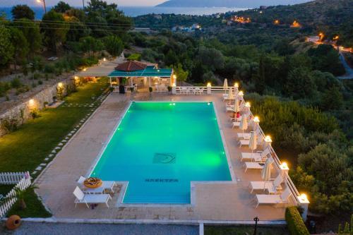 Θέα της πισίνας από το The ELECTRA Premium Boutique Apartments ή από εκεί κοντά