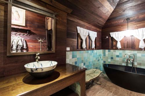A bathroom at The Marndadee Heritage