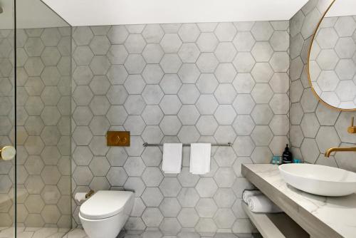 A bathroom at The Bowral Hotel