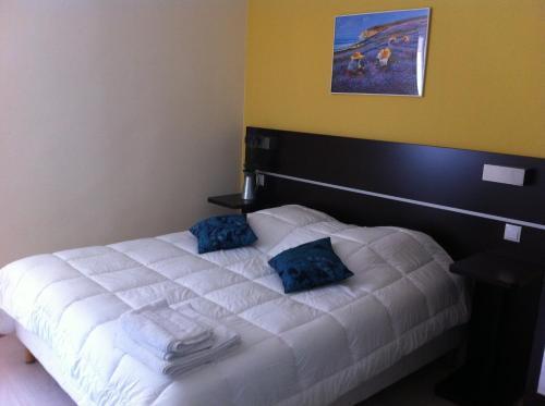 Un ou plusieurs lits dans un hébergement de l'établissement Hotel du Vieux Port