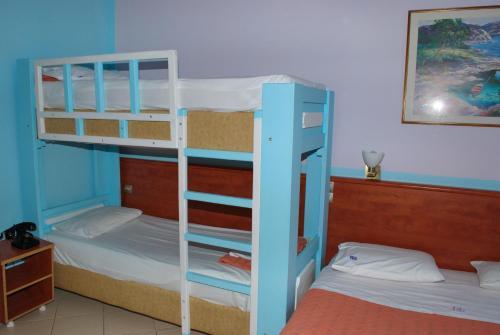 Un ou plusieurs lits superposés dans un hébergement de l'établissement Diethnes Hotel