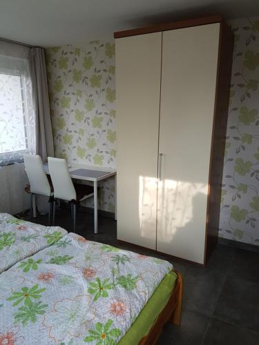 Ferienzimmer, eigenes Bad+Balkon