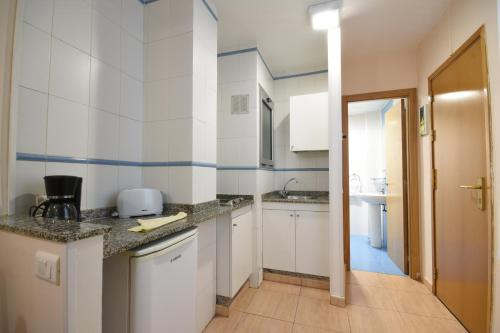 A kitchen or kitchenette at Apartamentos Tinoca