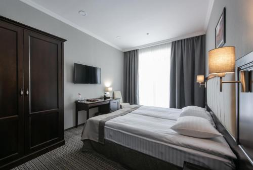 A bed or beds in a room at Reikartz Park Hotel Ivano-Frankivsk