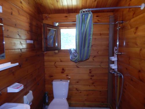 A bathroom at LES CHÂLETS DE MONTORGUEIL