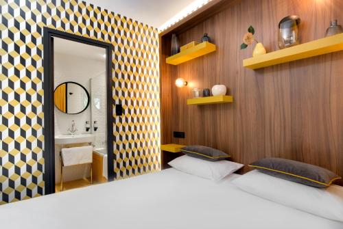A bed or beds in a room at Hôtel Montmorency & Spa