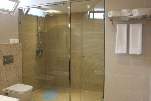 A bathroom at Hotel Club Almoggar Garden Beach