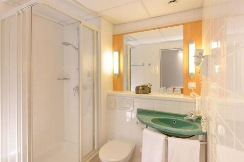 A bathroom at Ibis Wien Mariahilf