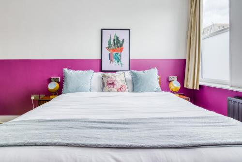 A bed or beds in a room at Selina NQ1 Manchester