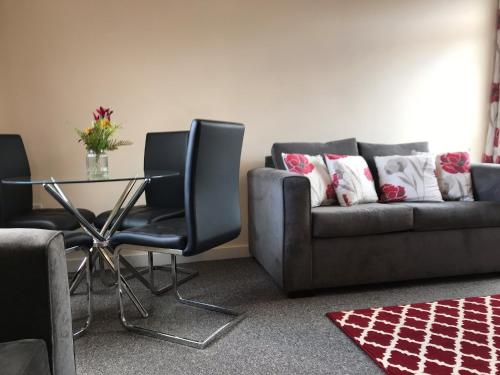 A seating area at Great City Centre Spacious Apartment Equiped for Business or Family Travel