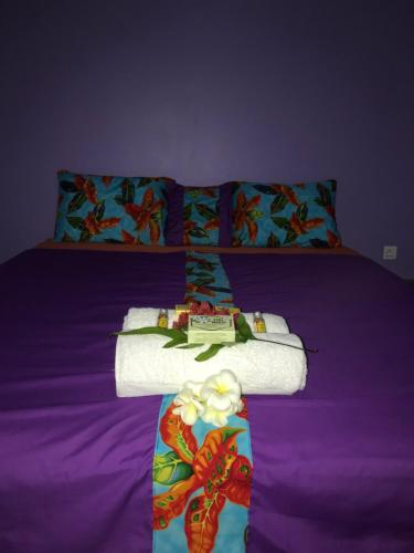 A bed or beds in a room at Vaiotaha Lodge