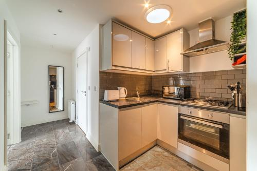 A kitchen or kitchenette at Egale apartments