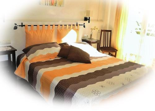A bed or beds in a room at Hostal Yebisah